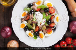 This Egg-Tomato Salad Is The Ultimate 5-Minute Weight-Loss Recipe You Are Looking For