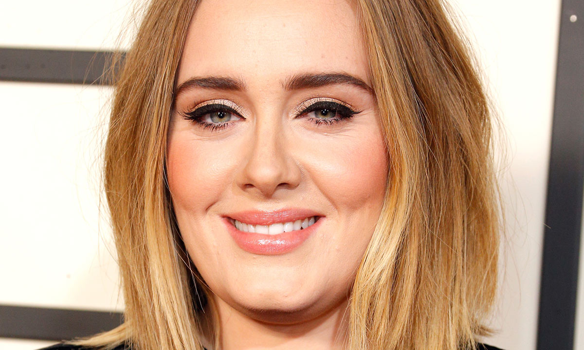 Adele looks stunning in skinny jeans as she poses in gorgeous Los Angeles garden